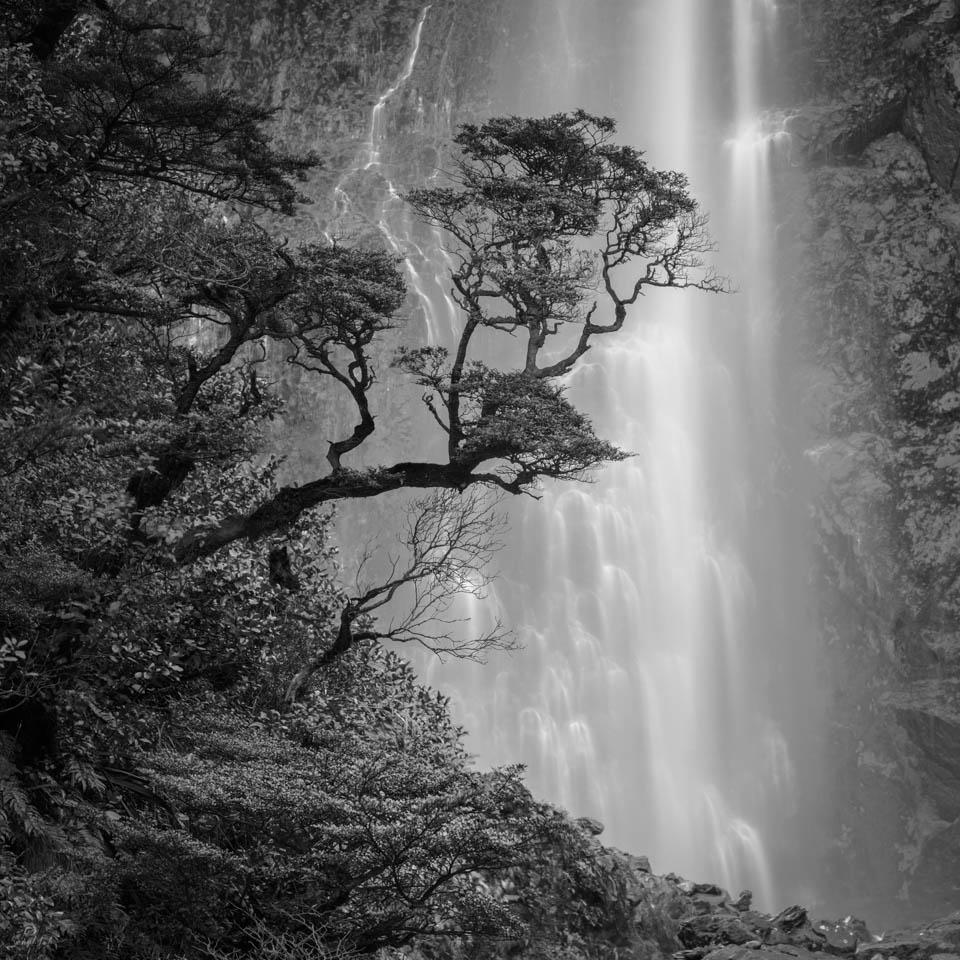 Devil's Punchbowl Falls