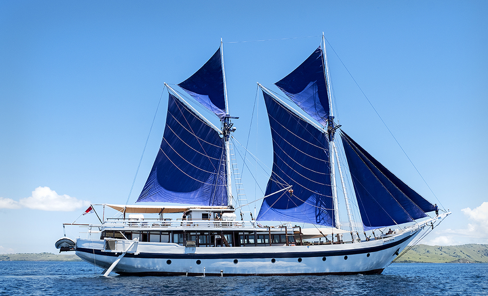 Phinisi Schooner - your live aboard floating hotel
