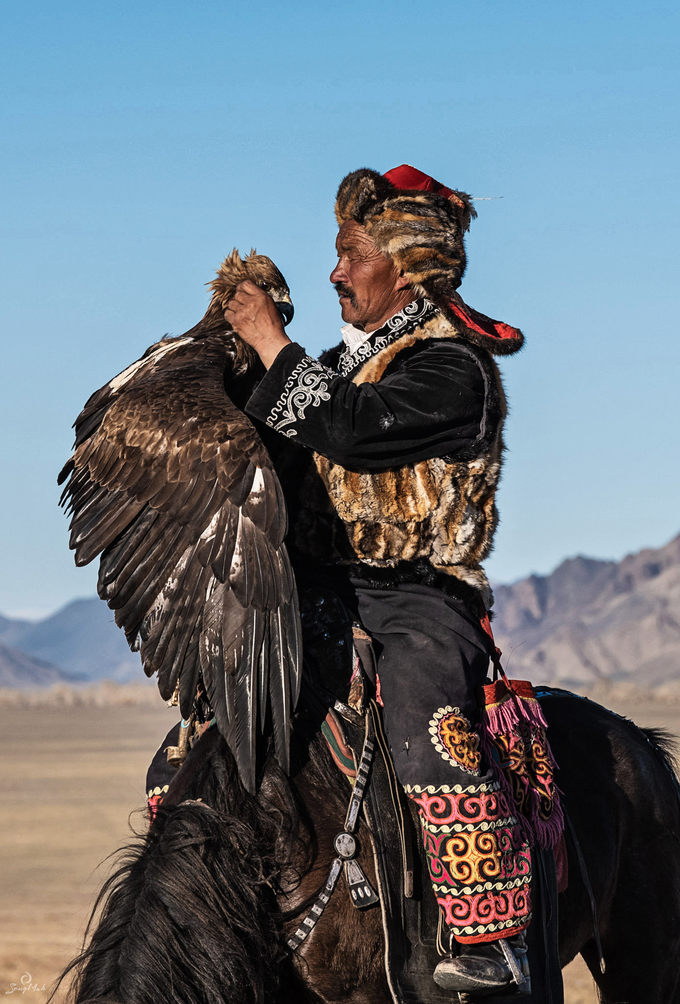 The bond between an eagle and a hunter