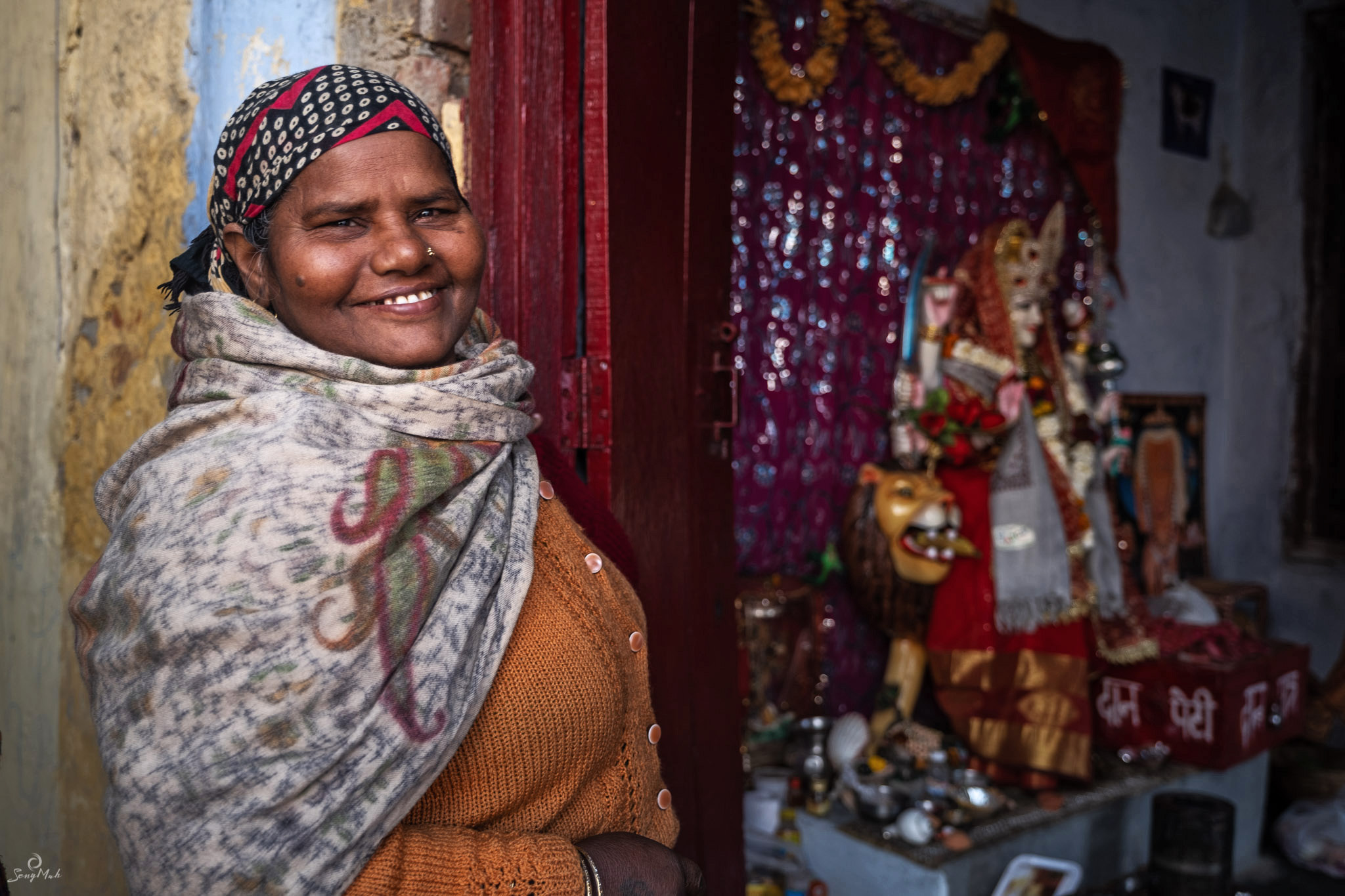 Hindu shrine keeper, Yamuna Ghat