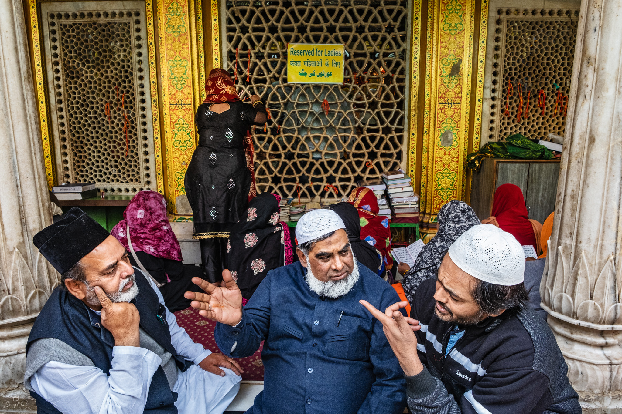 Prayer sections in Nizamuddin's Shrine