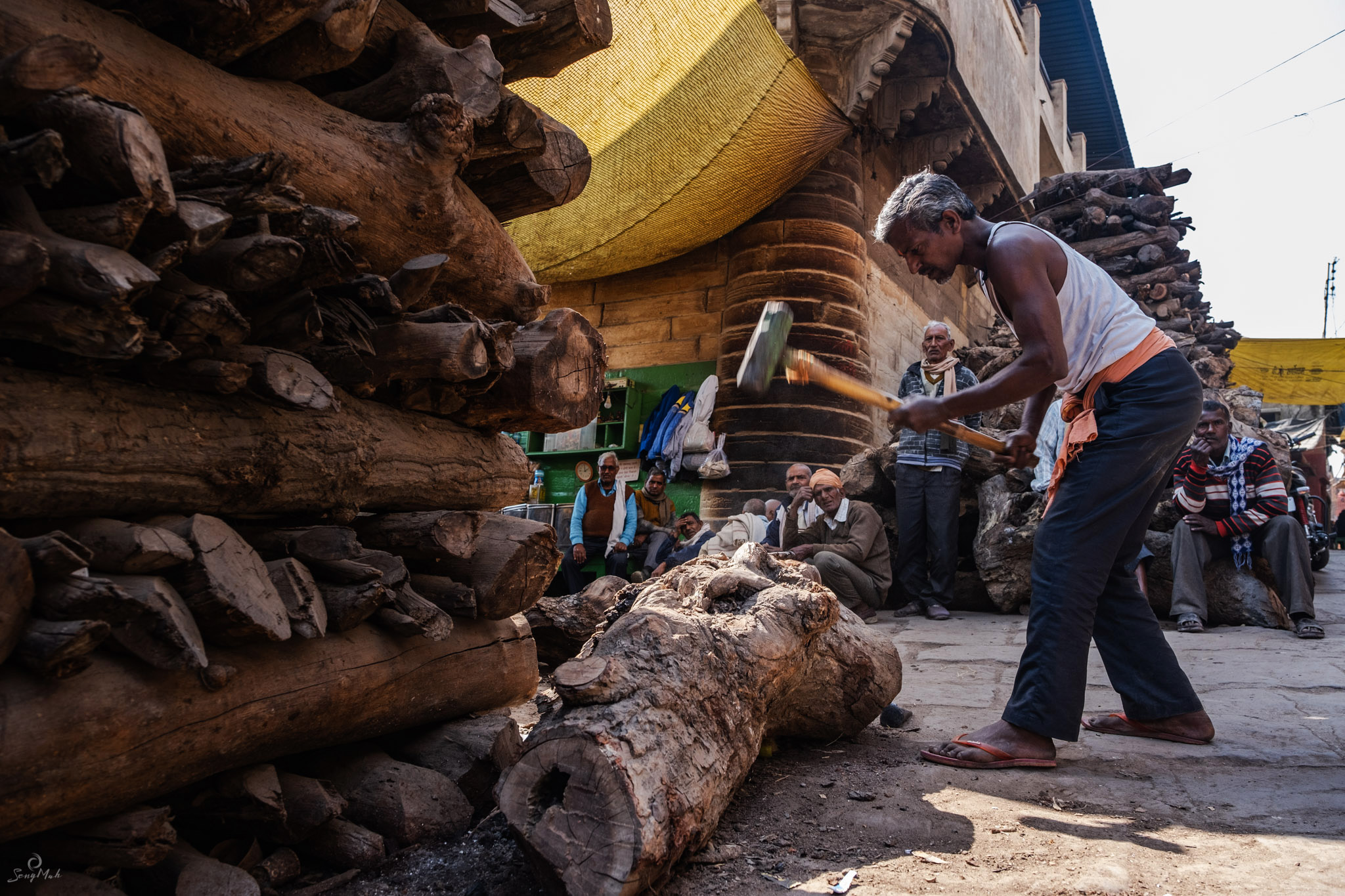 Chopping logs for cremation pyres