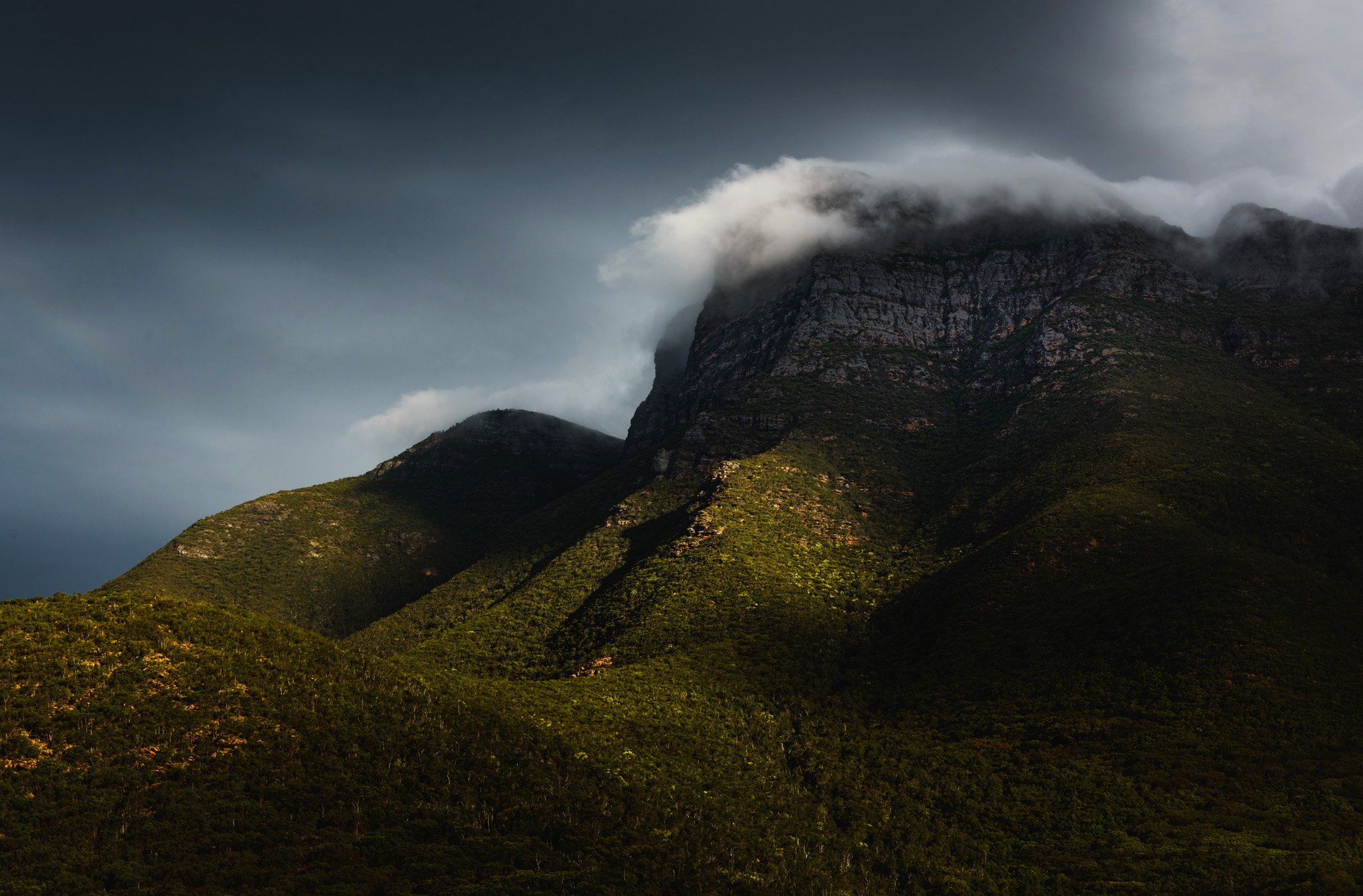 Bluff Knoll with low cloud