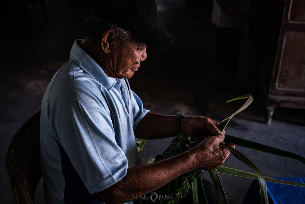 Wak Udin weaving